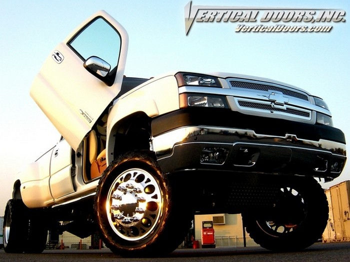 CHEVROLET FULL SIZE TRUCK 1999-2006 VERTICAL LAMBO DOORS | Vertical Lambo Doors